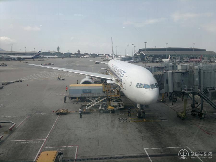 4小时左右,飞机即抵达新加坡机场.